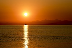 Sunset-Boat-Trip-with-BBQ